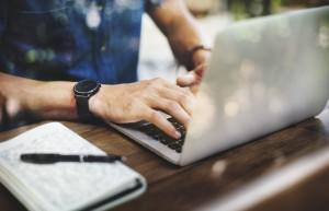 E-handel: Połowa internautów robi zakupy w sieci