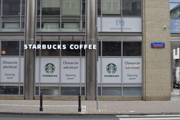 Starbucks patrzy na Halę Koszyki