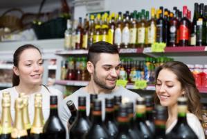Sklepy małoformatowe we wrześniu: Wzrosła sprzedaż wódek smakowych i tytoniu