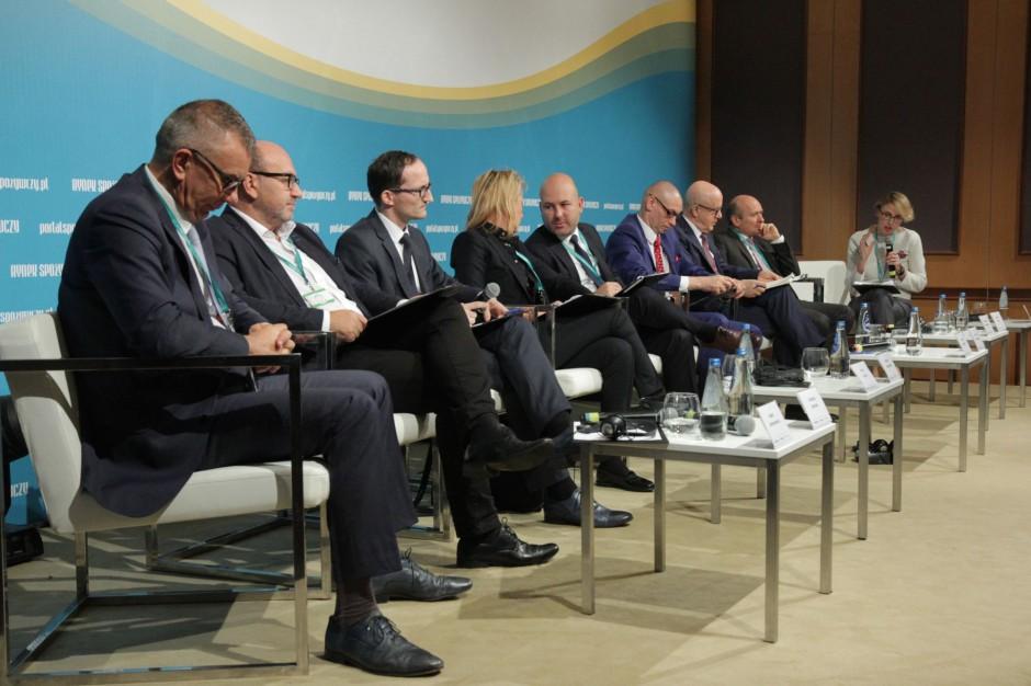 X FRSiH: Top menadżerowie i eksperci w debacie