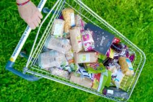 Polacy deklarują, że chcą odżywiać się zdrowo. A kupują to, co znają z reklam