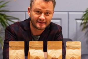 Jarosław Kuźniar promuje kawy Etno Cafe