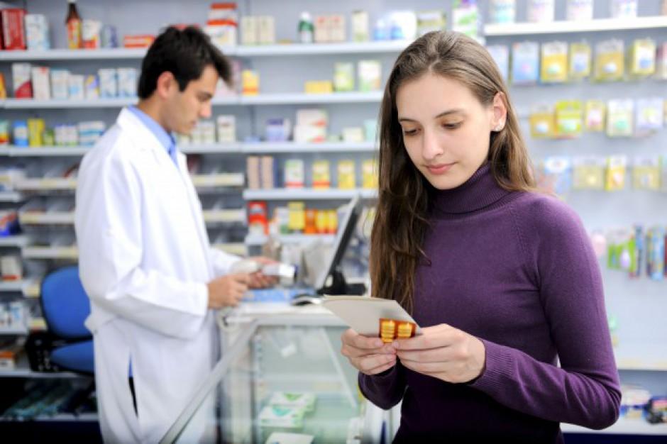 Apteki: Rekomendacja farmaceuty generuje od 20 do ponad 40 proc. sprzedaży