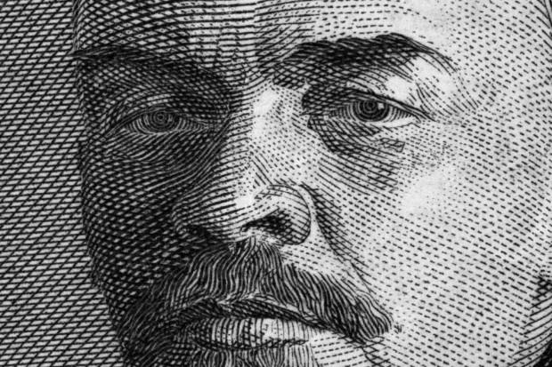 Białoruś: Artystka stworzyła głowę Lenina z galerety wieprzowej