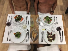 W Paryżu otwarto restaurację dla nudystów