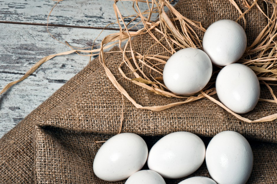 Ceny jaj zrównały się z cenami drobiu