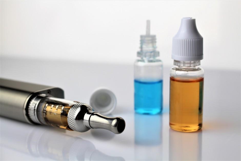 Producenci e-papierosów: wysoka akcyza na płyny do e-papierosów to duże zagrożenie dla polskiej gospodarki