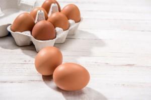Włochy: Co miesiąc brakuje w handlu 100 mln jajek