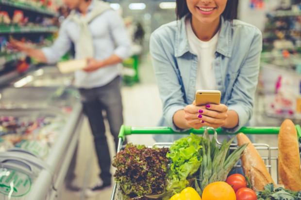 Badanie: Konsumenci oczekują większych inwestycji branży retail w technologie