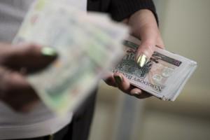 Przeciętne wynagrodzenie w przedsiębiorstwach w październiku br. wyższe o 7,4 proc.
