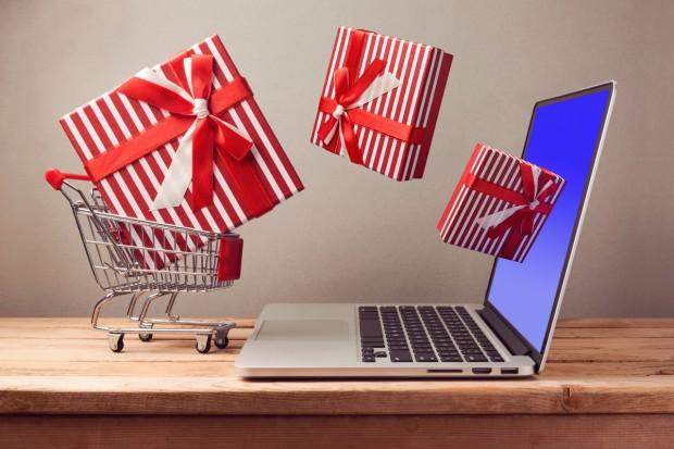Badanie: Połowa Polaków planuje zakup prezentów w sklepach internetowych