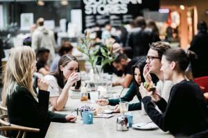 """Szwedzka filozofia """"lagom"""" coraz częściej gości w polskich kuchniach"""