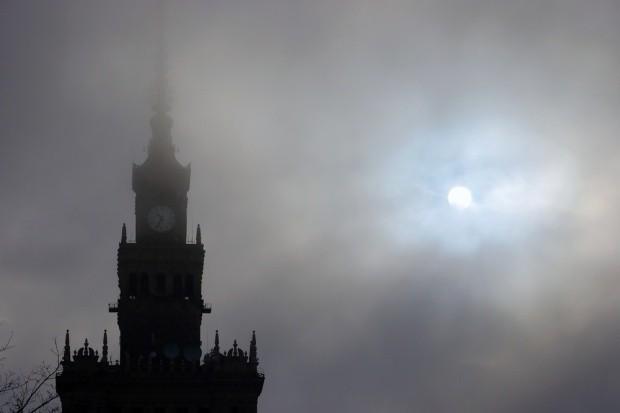Высокое загрязнение воздуха в Варшаве. Жителям не рекомендуют находиться на улице