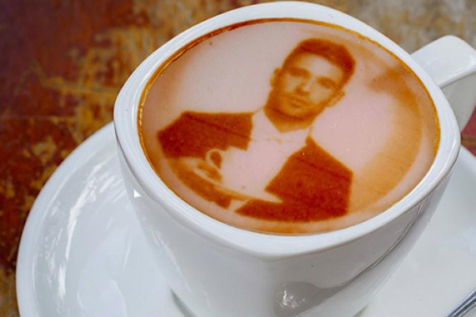 Kawiarnia w Londynie serwuje kawę z selfie klientów