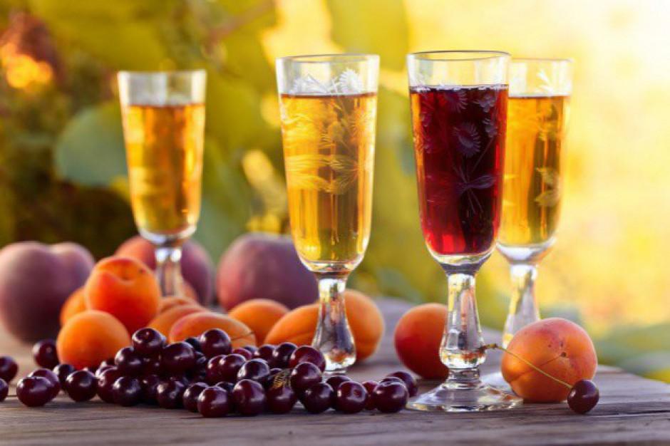 Produkcja win owocowych lekko spadła w listopadzie, ale po 11 miesiącach jest wzrost