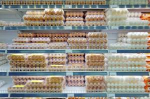 KIPDiP: Sieci handlowe nie dotrzymają obietnic w sprawie wycofania jaj klatkowych