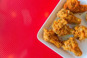 """KFC w Japonii sprzedaje """"bezzapachowego"""" kurczaka"""