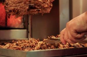 Pyszne.pl: W Warszawie i Gdańsku króluje kebab, w Poznaniu – pizza
