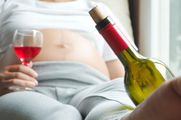 Kobiety w ciąży mogą pojawić się na butelkach z alkoholem