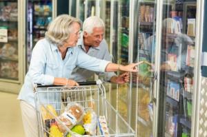 Eksperci: modyfikując dietę i styl życia, polscy seniorzy mogą żyć dłużej