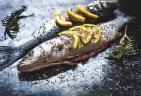 Naukowcy: Kwasy omega 3 pochodzące z ryb skuteczniej chronią przed rakiem niż te z roślin