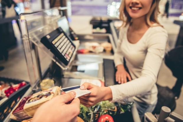 Badanie: 9 proc. klientów chce robić zakupy w niedziele na stacjach paliw