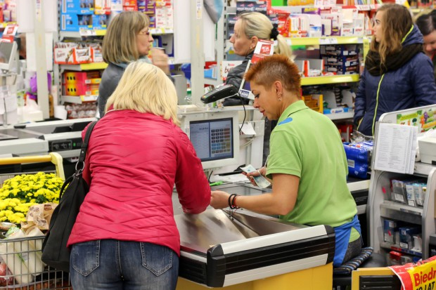 Biedronka: Chcemy zwiększyć obsadę sklepów w piątki, soboty i poniedziałki