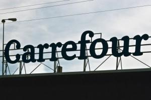 Carrefour ze stratą netto przez jednorazowe odpisy i kłopoty na rodzimym rynku