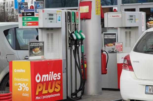 Przed Wielkanocą nie należy spodziewać się podwyżek na stacjach benzynowych