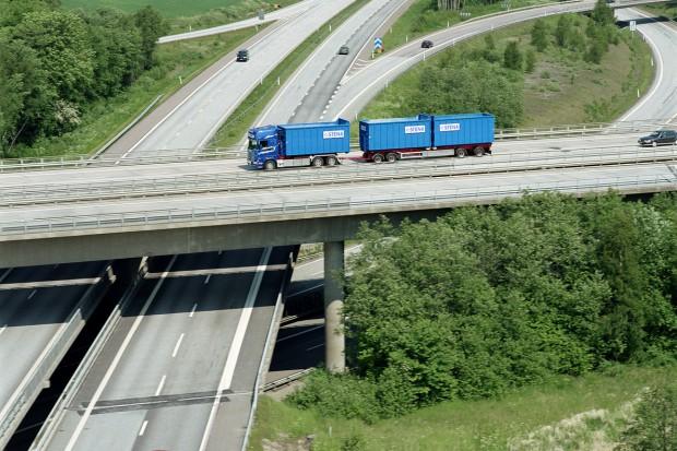 Nowe rozporządzenie ograniczy nieprawidłowości w prowadzeniu transportu odpadów.