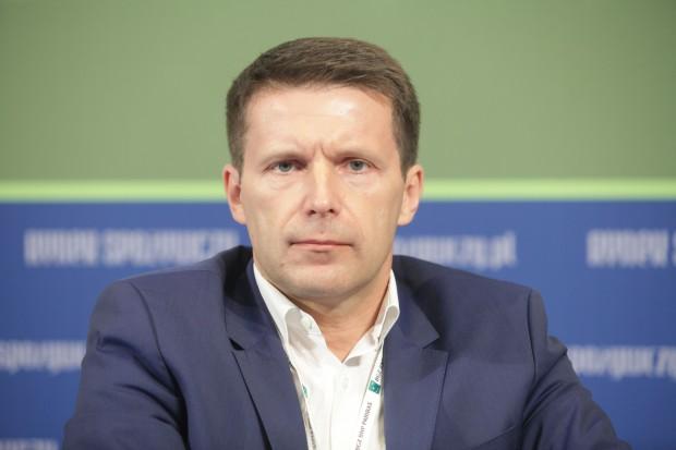 Paweł Musiał - pracował dla sieci X5 i Profi Rom. Został członkiem zarządu Eurocash