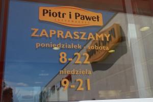 Biedronka i Carrefour zainteresowane przejęciem sklepów Piotr i Paweł?