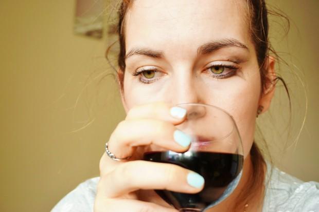 Nadużywanie alkoholu wyraźnie koreluje ze starzeniem się skóry