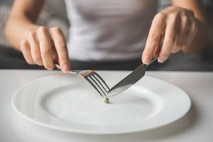 Naukowcy: Głód zmniejsza odczuwanie przewlekłego bólu