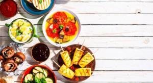 Jak jedzą Polacy? Schizofrenicznie - deklaracje rodaków różnią się od ich zachowań