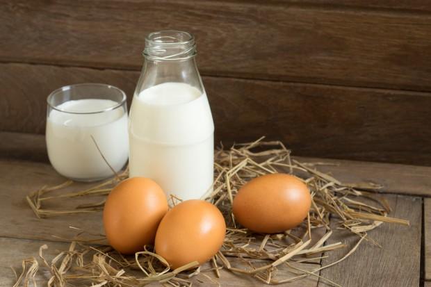 Ceny jaj i mleka spadają