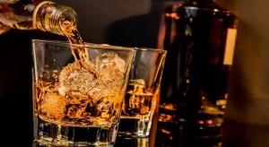 Polacy coraz częściej sięgają po lepszą whisky