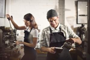 Ekspert: Łatwiej o pracę, wynagrodzenia dalej będą rosły