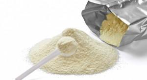 Mleczarze krytykują sposób zagospodarowania zapasów mleka w proszku