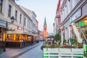 Ulice handlowe większych miast stają się gastronomicznym centrum