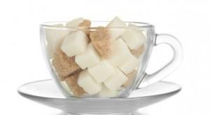 Cukier tańszy niż przed rokiem w handlu i na giełdach