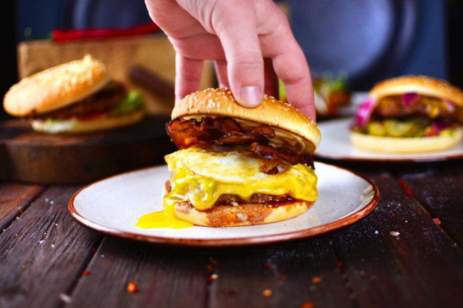 Burger Index: Największa konkurencja na rynku burgerowni w Polsce