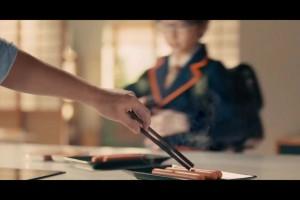 Tarczyński reklamuje parówki jako idealne japońskie śniadanie [wideo]