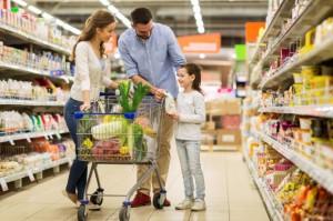 Ekspert: Mimo zakazu handlu w niedziele, Polacy kupują na potęgę