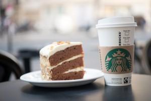 Aktywiści: Starbucks musi zrezygnować z jaj klatkowych