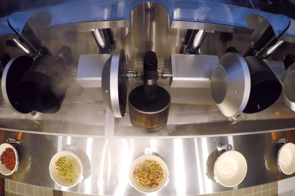 Pierwsza restauracja, w której posiłek przyrządzają roboty (wideo)