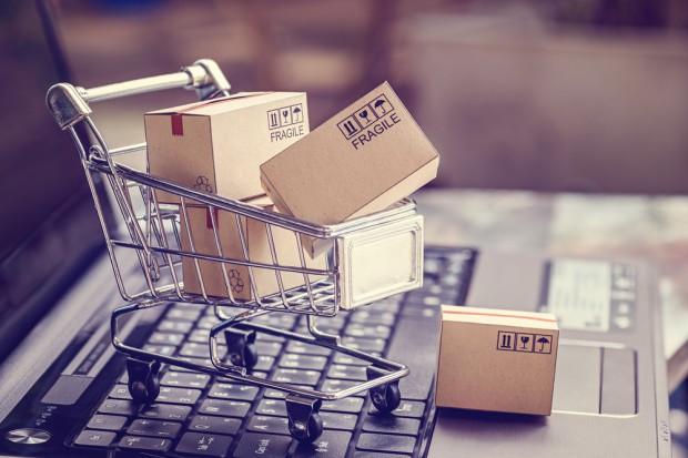 Konsumenci, którzy kupują zarówno w sklepach tradycyjnych, jak i online, wydają dwa razy więcej