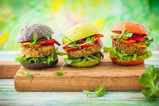 Właściciel Drobimeksu będzie sprzedawać wegańskie burgery w Niemczech