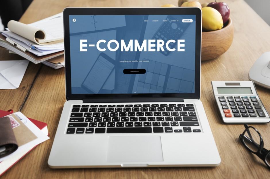 Zakaz handlu nie spowodował znacznego wzrostu liczby kupujących w e-sklepach