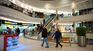 C&W: Wzrost odwiedzalności CH w czwartki, piątki i poniedziałki, spadek w soboty
